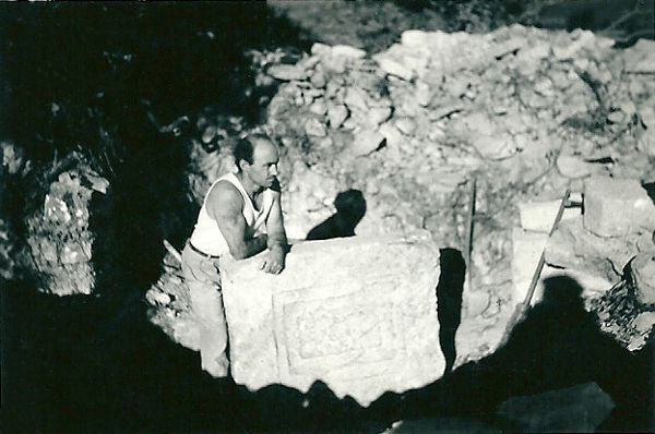 Pierre d'autel d'une chapelle wisigothique