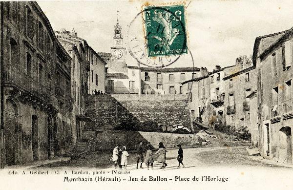 jeu de ballon, place du marché et horloge