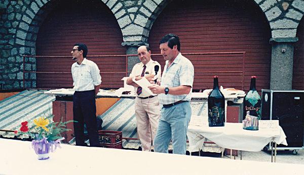 Jean-Louis Coustol, Maire de Montbazin, et M. Courret, Président de la Fédération des exploitants agricoles, écoutent le discours de Paul Barrière, Président de la cave coopérative