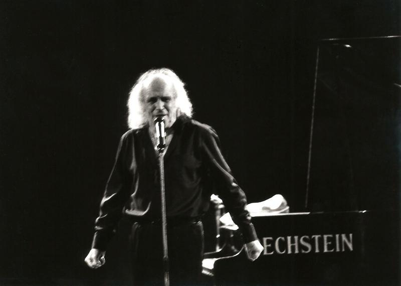 Léo Ferré en concert en 1988 - photographie Daniel Beauron