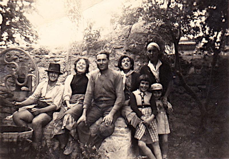 Vendanges 1958 ou 59 : Michel Phalippou, Lise Pontier, M. Guillermo, Anne-Marie Guerrero, Nicole Guillermo