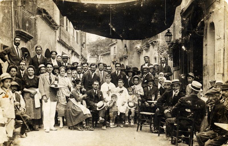 La terrasse du Grand café de Montbazin en 1933