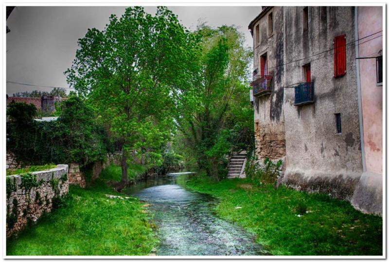 la rivière la Vène à l'entrée de Montbazin