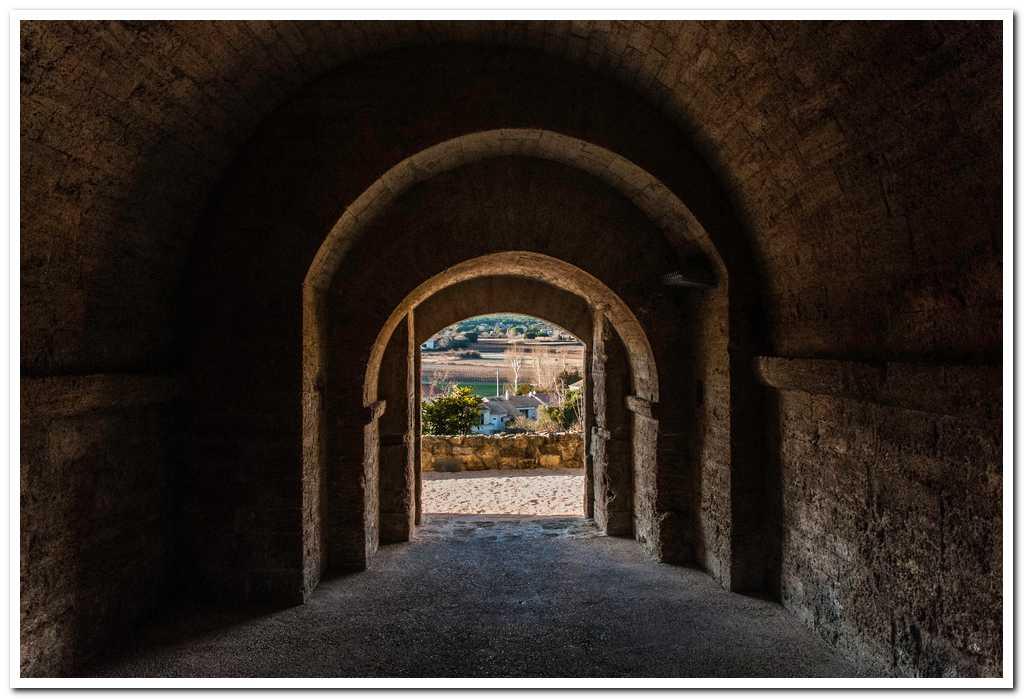 Entrée du chateau : passage sous la chapelle