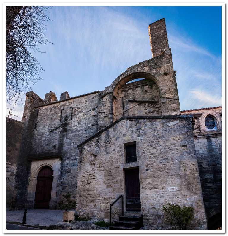 cour du chateau et chapelle